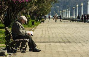 Какие льготы есть у одиноко проживающих пенсионеров в 2021 году